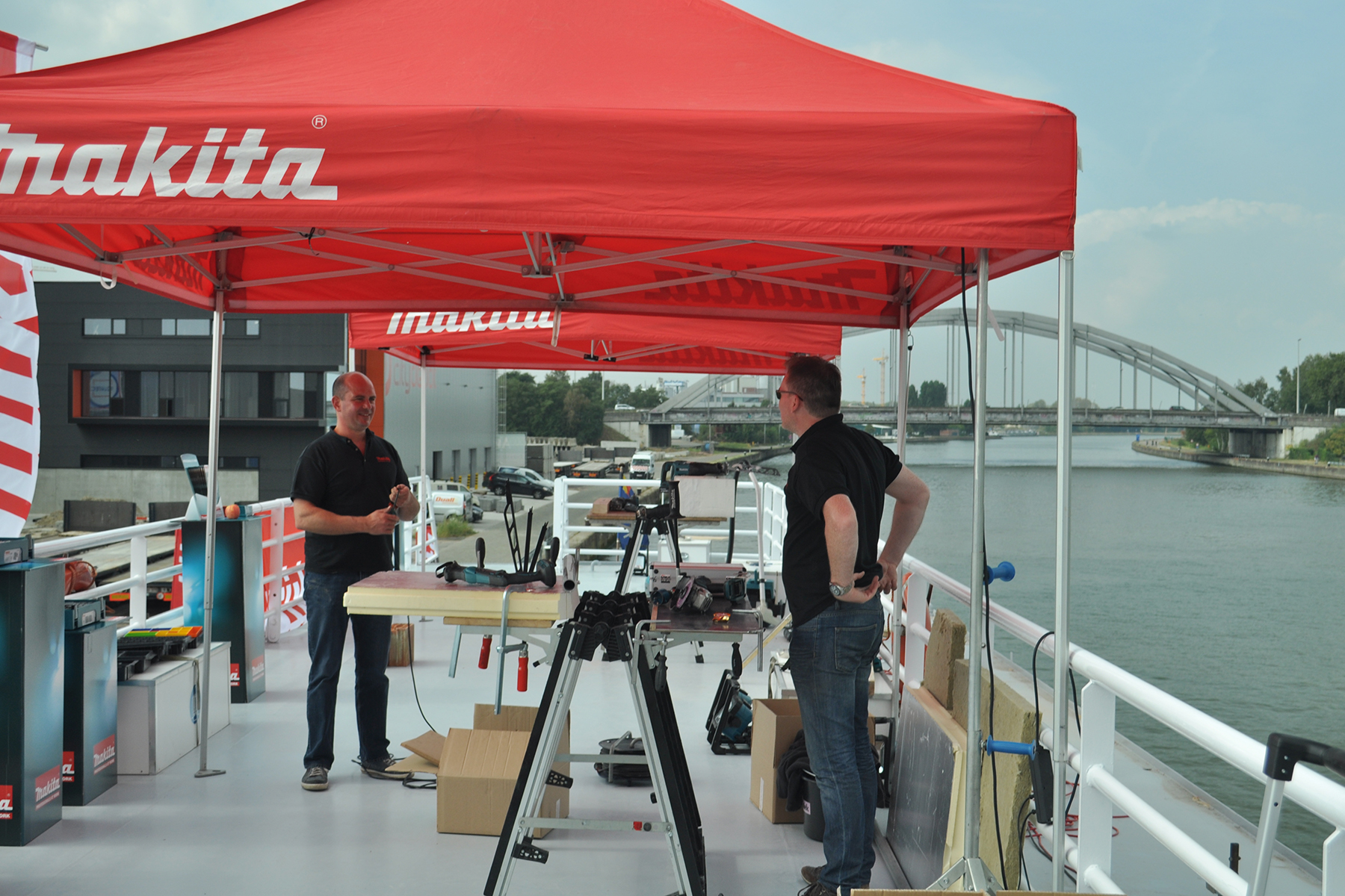 fotoreeks An example: Makita NV - Trading Days via the waterway